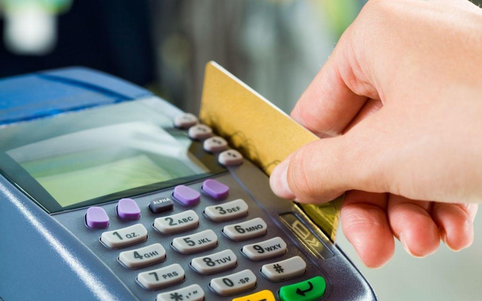 È reato utilizzare una carta bancomat altrui digitando le cifre del pin a caso
